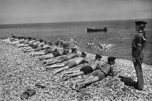Odpoczynek na plaży po wyzwoleniu Sewastopol
