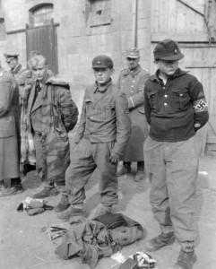 15-letni chłopcy z Waffen SS wzięci do alianckiej niewoli, ok. 1944-1945 r.